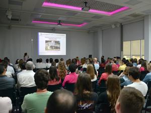 A Rede Feminina de Combate ao Câncer (RFCC) de Blumenau realizou uma palestra na WK Sistemas para conscientização e prevenção em prol da saúde.