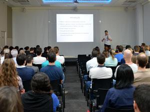 O urologista Roberto Emilio Manke realizou uma palestra de conscientização no dia 1º de novembro, para os colaboradores da WK, Microton e canal ERB.